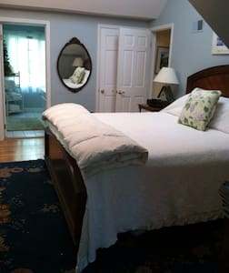 Great K BR w private bath in suite - Ithaca