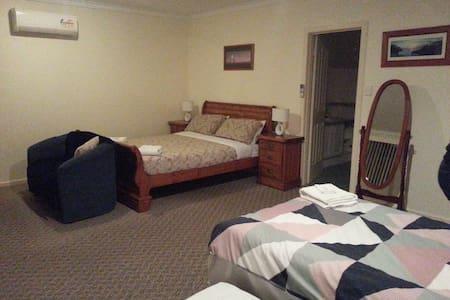Room 7 Bedlam - Rockingham - Bed & Breakfast