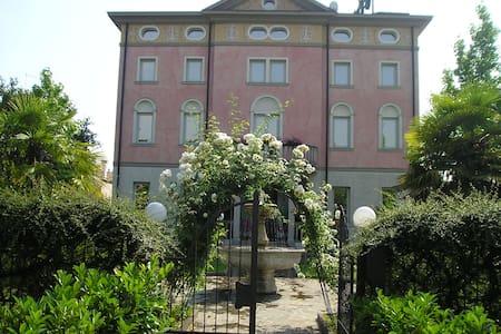 Villa Storica di fine '800 - Bed & Breakfast