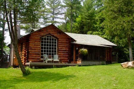 Lake Muskoka Log Cabin - House