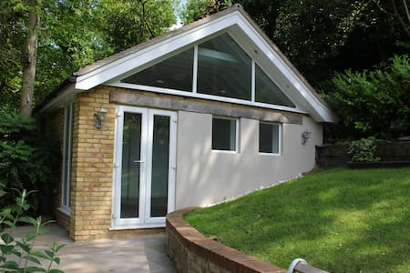 Rickmansworth Self-Contained Studio - Rickmansworth