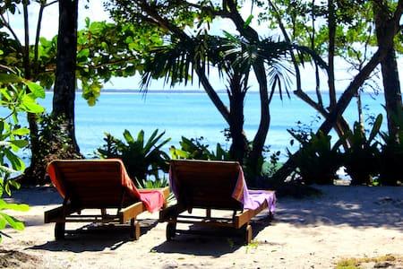 Hermosa Posada con jardín privado frente al mar - Bed & Breakfast