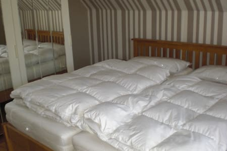 2 Gemütliche Zimmer mit Gartennutzung, ruhige Lage - Guesthouse