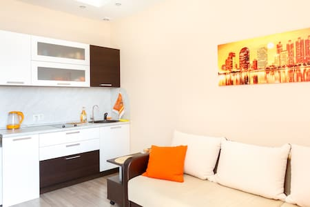 Studio apartment near metro. Business class house - Wohnung