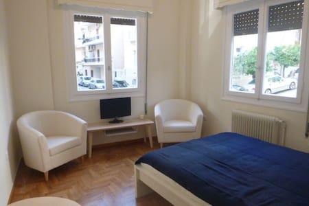 Charming, Newly Renovated Studio near Acropolis! - Athina - Wohnung