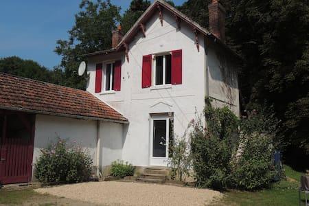 La Petite Maison de la Tribu - Oinville-sur-Montcient
