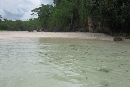 Discover  Namuka Lagoon  on FijisfamousCoral Coast - Casa de camp