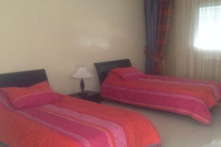 Twin bed room in Villa Abir - Monastir - Willa