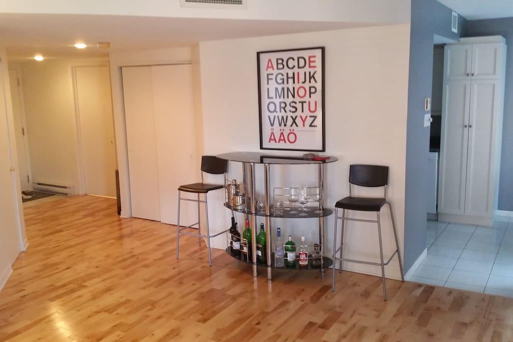 Bar + open area