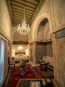 LIVE HISTORY IN LUXURY - Tunis