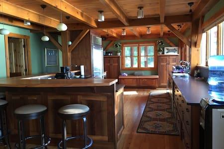 GG's Lakehouse - Aurora - Hus