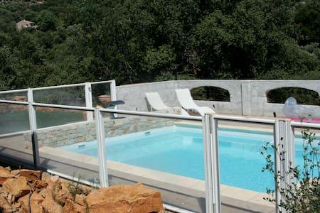 Maison spacieuse (4 ch) dans le VAR. Toulon :20min - Carnoules - House