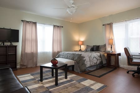 Entire Simple Studio Downtown, Capital Hill - Apartment