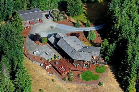 Bandon Estate/ A Golfers Lodge - House