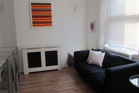 Private room near Stratford Station - Londra - Casa