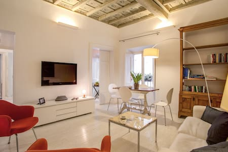 White Pantheon Apt 1bd AC/WiFi