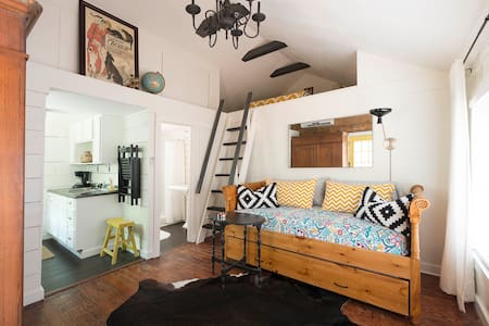 Charming 'M Streets' Guest Cottage