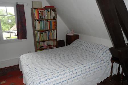 EXMES : Chambre 2 en Normandie - Exmes - Bed & Breakfast