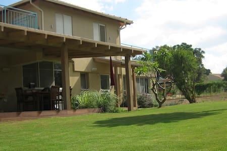 Villa near the Mediterranean beach - Mikhmoret - Villa