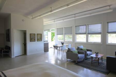 Classroom 2 Suite - Picton - Loft