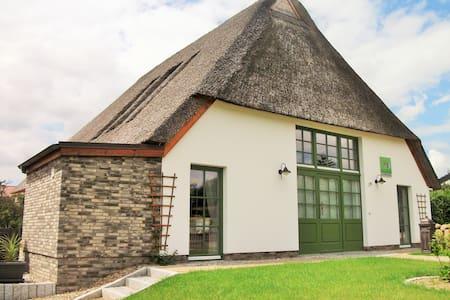 Wunderschönes Reetdachhaus für bis zu 8 Personen - House