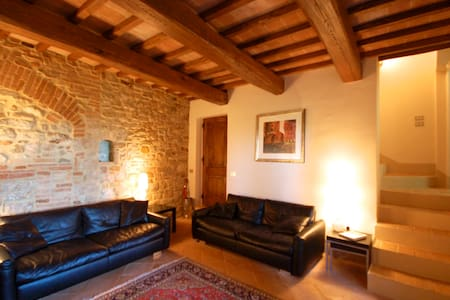 Beautiful Town-house in Todi with Stunning Views - Todi - House