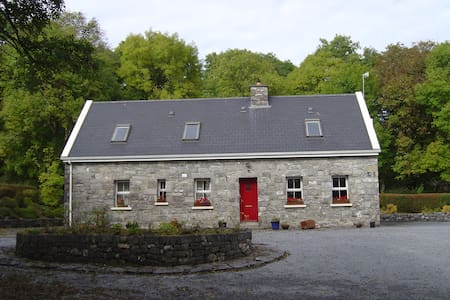 "MagouhyHouse""Bed'Breakfast"" 3 Star - Carran"