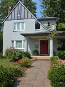 Charming Tudor Near Downtown - Richmond - House