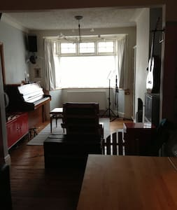 House 4 You - 3 bed + instruments - London - Bed & Breakfast