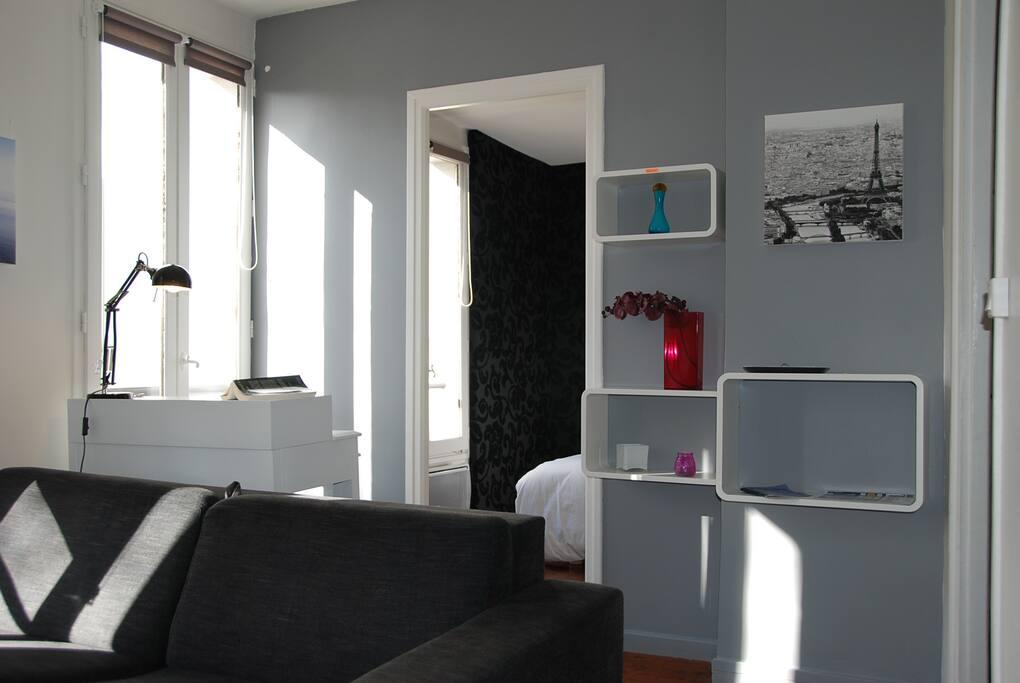 Chambre séparée du living par une porte / Bedroom separeted from th living room by a door