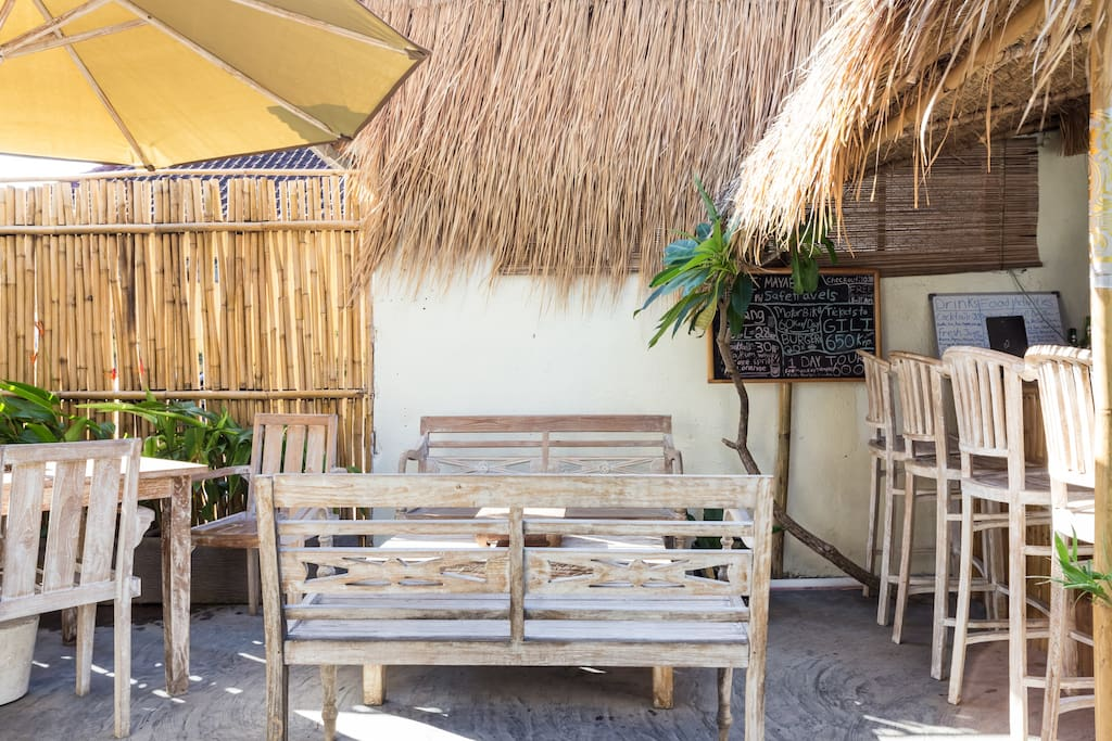 The complex has a a cute garden cafe and tiki bar on site. Guests can order food and beverages.