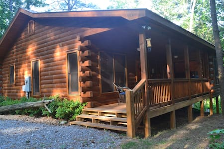 Bear Butte: New 2/2 Log Cabin in Cherry Log Mtn - 小屋