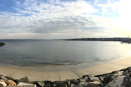 Apt steps to beach/Near train&shops - Rockport - Appartement