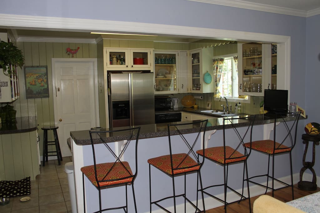 Kitchen with Lunch Bar