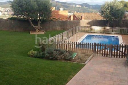 Habitación individual. vistas montaña y piscina. - Sant Vicenç dels Horts - Apartament