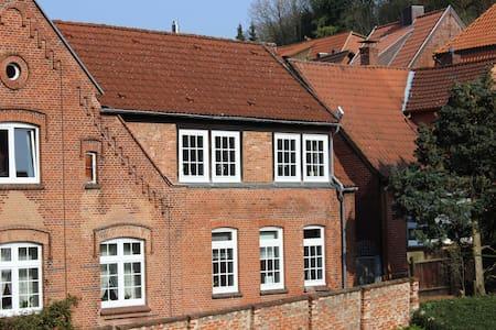 Ruhiges Altstadthaus mit Innenhof - Lauenburg Elbe - Casa