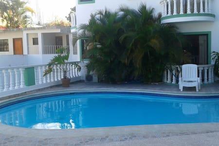 Apartamento con piscina para dos personas. - Apartment