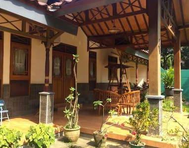 Villa Joglo Purwakarta - Casa