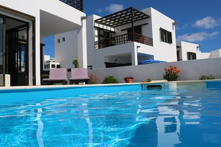 Amazing villa with pool and seaviews! - Villa