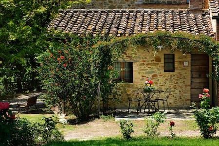 Graziosa e romantica Villetta  nel verde - Villa