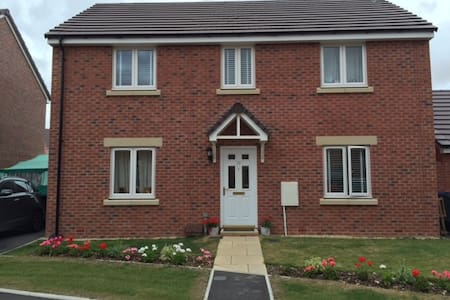 Modern house for 5 people available in Salisbury - Old Sarum