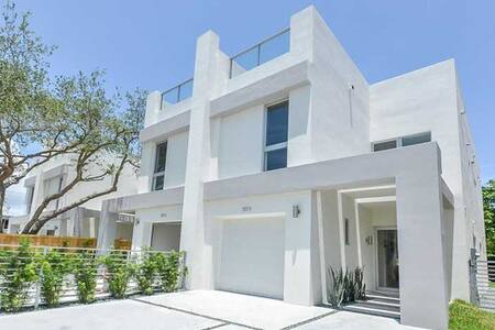 New and Modern in Coconut Grove, FL - Miami - Townhouse