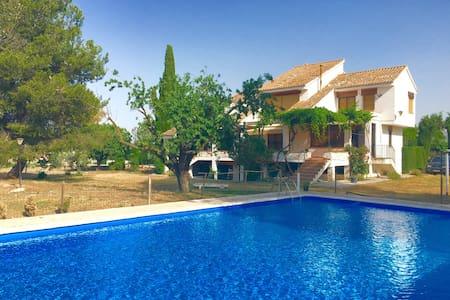 The top 20 granada villa rentals airbnb villa granada for Villas granada ii