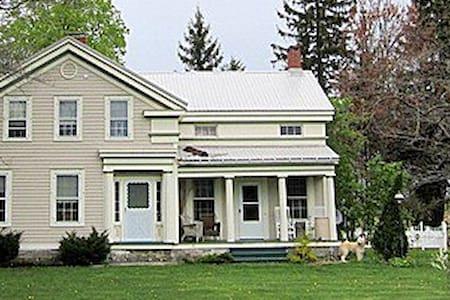 Beautiful house near falls - Trumansburg - House