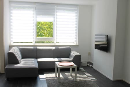 Modern home 5 min from centre with free parking! - Byt
