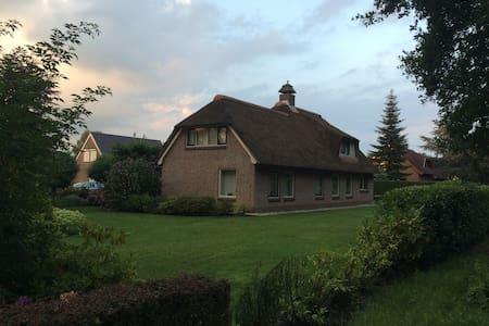Modern landhuis aan recreatievijver - Ház