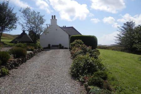 Cottage-hot tub BBQ hut & views - House