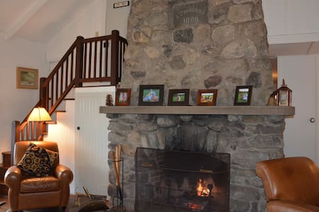 Pocono Mountain Getaway Sleeps 10+ - Rumah
