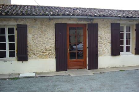 Petite maisonnette à la campagne - Rumah
