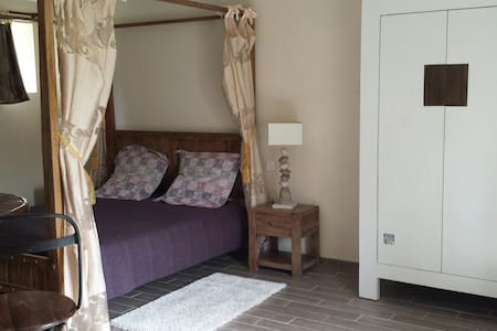 Chambre double Baldaquine - Saonnet - Bed & Breakfast
